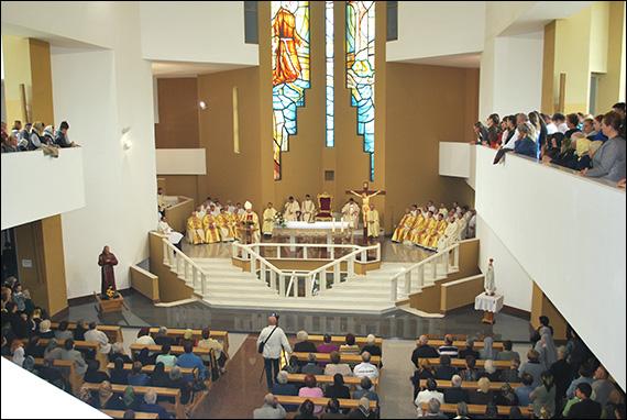 """Onești: Invitație la hramul liceului, al sanctuarului și al Custodiei """"Fericitul Ieremia"""""""