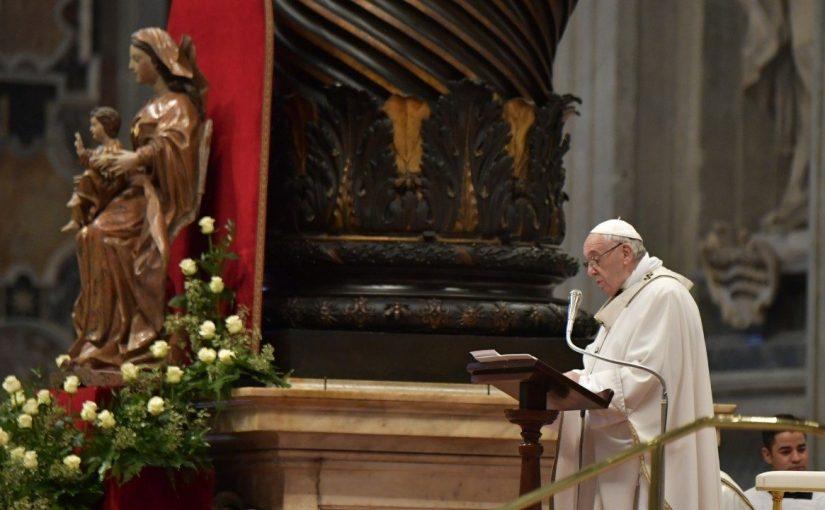 Papa Francisc a publicat o scrisoare despre rugăciunea rozariului în luna mai